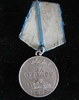 médaille de la bravoure  en argent attribution  N° 1499661 ww2 . prix 90 euros