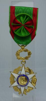 médaille officier du mérite  agricole : 45 euros
