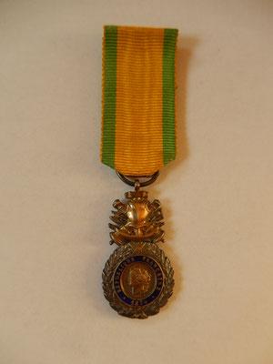 Médaille militaire Miniature  25 x 15 mm  en argent  poinçonnée très belle fabrication  prix : 60 euros