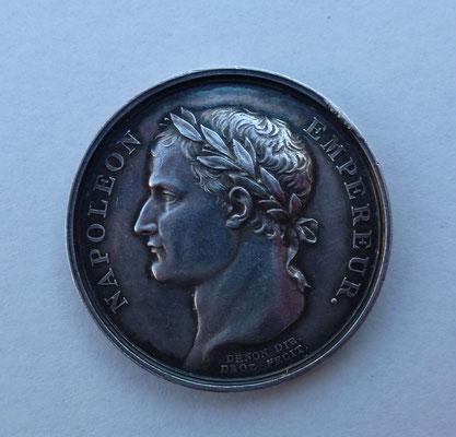 medaille en argent (9 gr) diam : 2.6 cm. Napoleon empereur, remise des drapeaux à l armée française an XIII( 1804) graveur Droz directeur Denon .prix 150 euros