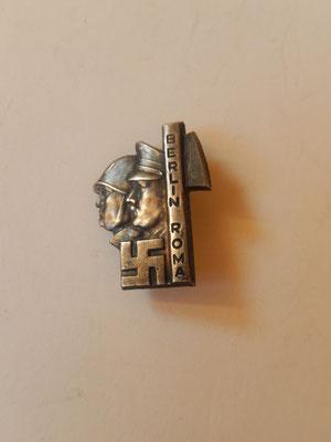 insigne Berlin Roma  2.5 X 1.8 cm    prix : 100 euros