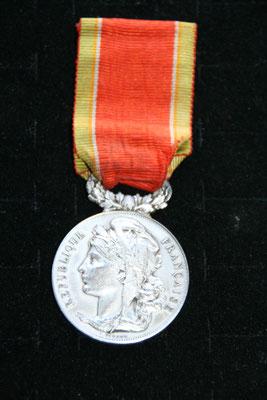 médaille de société  nationale  de sauvetage  en bronze argenté par Vernon .prix : 30 euros