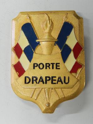 Porte drapeaux Mourgeon paris              Prix :10 euros