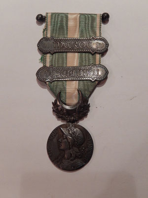 médaille commémorative de la campagne du Maroc deux agrafes . prix :    70 euros