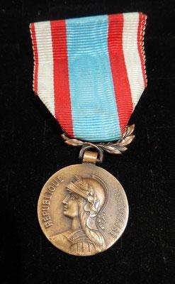 médaille commémorative Afrique du nord petit module 25mm . prix 25 euros