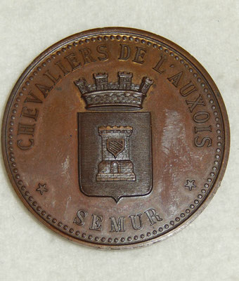 médaille en bronze 4.5 cm par desaide roquelay. chevaliers de l'auxois  Semur .fusil de chasse 8 ém prix Mr Maloir . prix : 45 euros