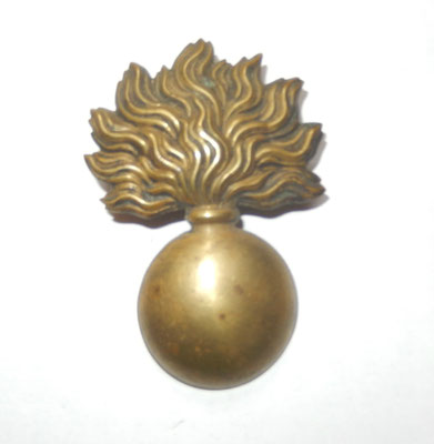 grenade de giberne ? attaches à languettes .6.8 cm .prix : 35 euros