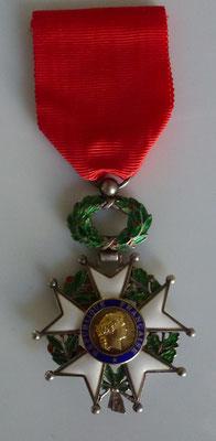 légion d'honneur modèle bijoutier centre or 5 èm republique Prix: 90 euros