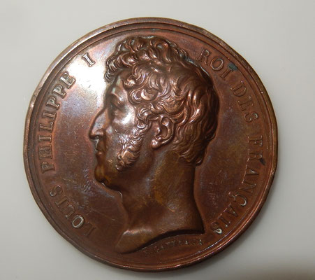 médaille par  E. Gatteaux en bronze de 5 cm  :prise de la citadelle d'Anvers . quelques chocs sur la tranche. prix : 100 euros