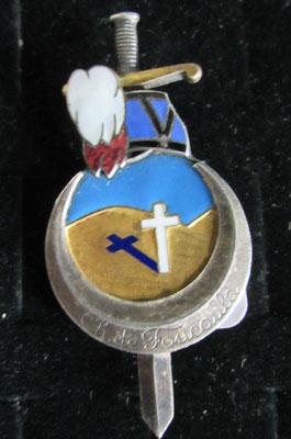insigne promotion Charles De Foucauld .dos lis Drago Paris Nice 25 rue beranger attache à épingle coulure de soudure ou reparation ? prix 120 euros
