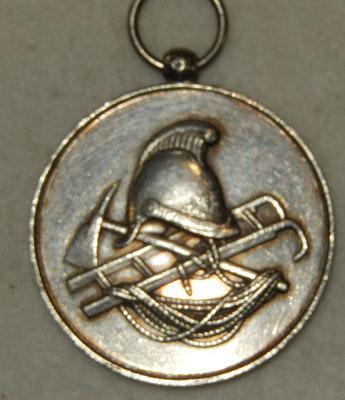 médaille en argent  30 gr. 43 mm .concours de manœuvre de pompes à incendie du 17 Septembre 1882 .la Ferté Alais (S.M ) prix : 70 euros