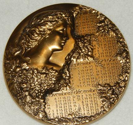 médaille en bronze par R mayot  .diamétre 9.5 cm poids 670 gr . prix  70 euros