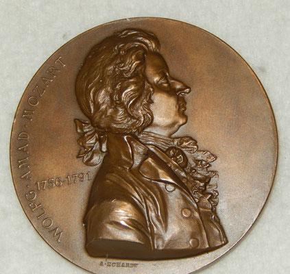 médaille en bronze 50 mm par  A. Scharff. Wolfg.amad mozard 1756 1791  wien 1896. prix  : 150 euros