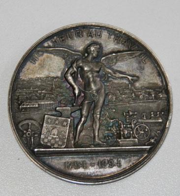 médaille Suisse en argent  (52 gr diam 51 mm) par Huges Bovy .l . furet sur la tranche .centenaire de l incendie de la Chaux de Fond  en 1794 . prix 120 euros