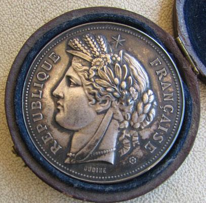 médaille en argent par Oudiné (62 gr diam 5 cm) prix de tir offert par le ministre de la guerre .prix 80 euros