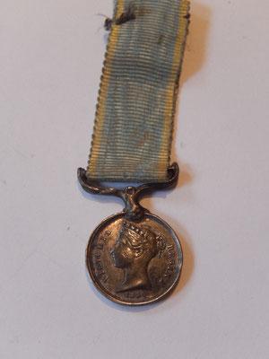 reduction médaille de crimée  bélière réparé . prix :    25 euros