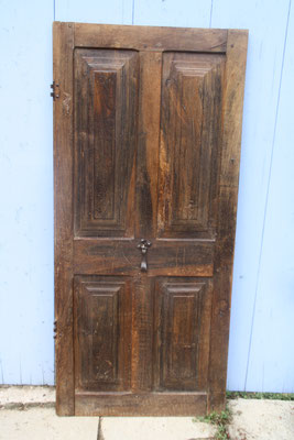 Porte renaissance avec loquet fer forgé  146x66 cm  prix : 280 euros
