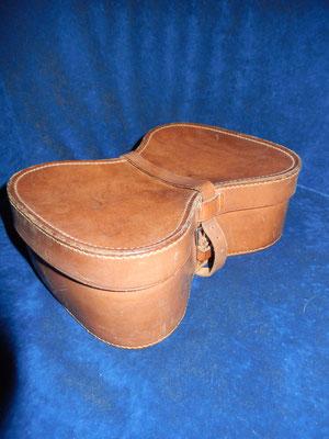 boite en cuir pour paire d'épaulettes fin 19 éme   suberbe  état  150 euros