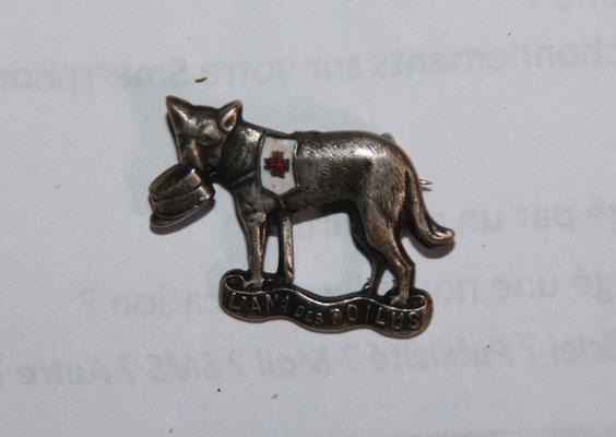 insigne (2.5 x 2 cm) l' ami des poilus guerre 14 18. prix : 25 euros