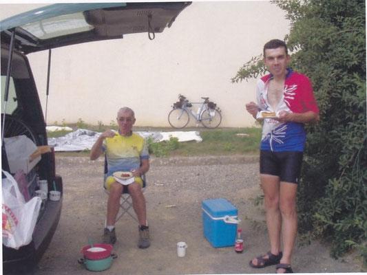 premier repas à Villaines la Juhel à la voiture d'Isabelle
