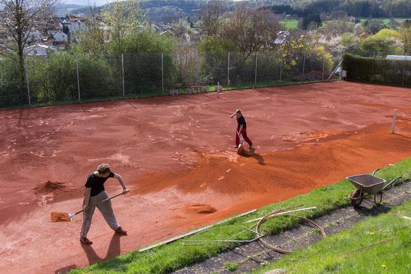 Neuen Sand schön gleichmäßig verteilen...
