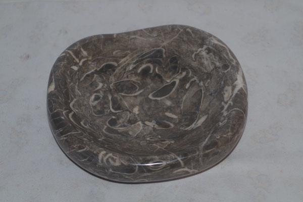 Schale kalkstein mit Schalenresten