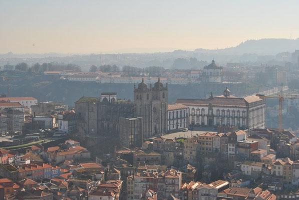 Portos Kirchen - Blick auf die Kathedrale Sé Catedral do Porto