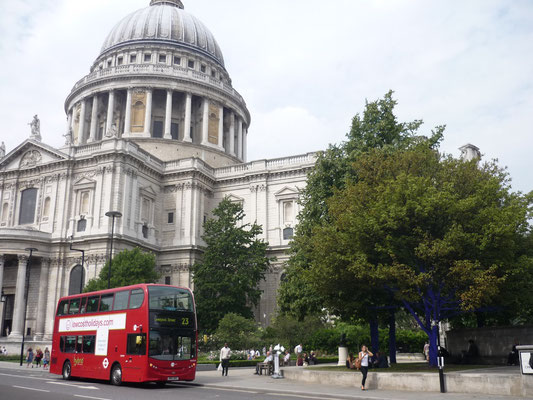 Money saving tips London: Attend services at St Pauls Cathedral