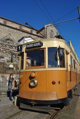 Porto Top 10 Sehenswürdigkeiten - Retro Tram