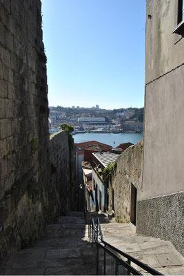 Gassen in Portos Altstadt Ribeira- Winkelgasse Harry Potter