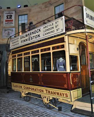 Glasgow Sehenswürdigkeiten Top 10 - Riverside Museum / Transport Museum