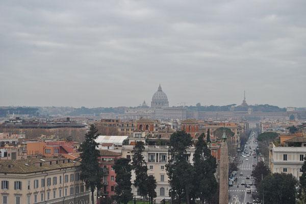Ausblick von der Villa Borghese in Rom auf den Vatikan