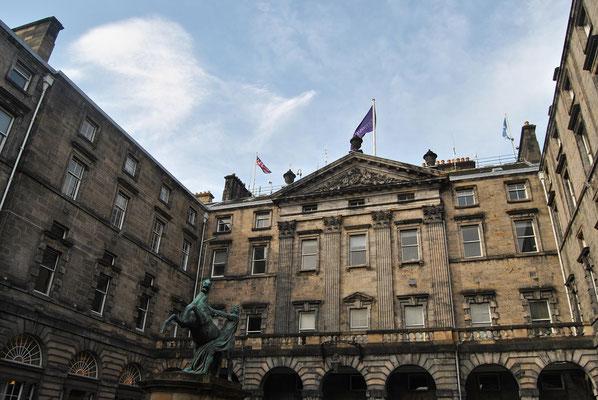 Handprints of J.K. Rowling / City Chambers / Harry Potter in Edinburgh