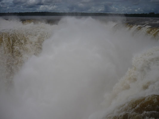 Garganta del Diabolo at Iguazu - the most spectacular waterfalls in the world