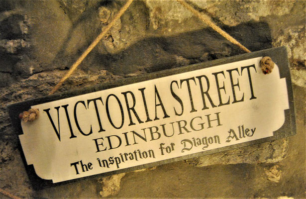 Harry Potter Museum Context / Victoria Street in Edinburgh