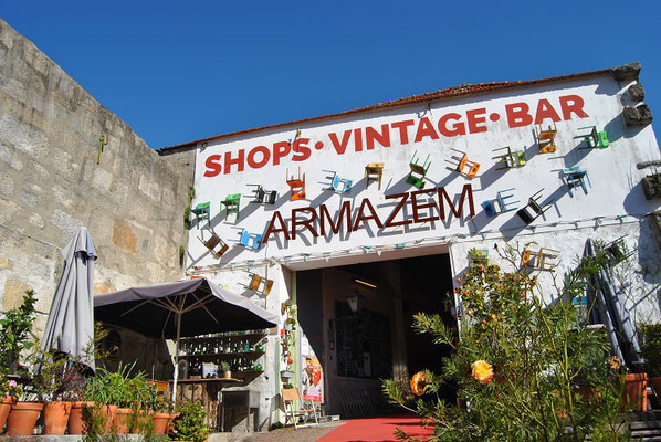 Shops Vintage Bar Armazém in Porto