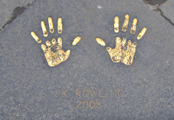 Handprints of J.K. Rowling / City Chambers / Harry Potter in Edinburgh