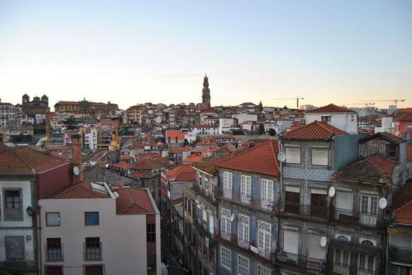 Porto Top 10 Sehenswürdigkeiten - Blick auf die Kirche Igreja Torre dos Clérigos
