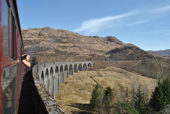 Harry Potter Bridge / Glenfinnan Viaduct while riding the real Hogwarts Express (Discover Scotland Tours)