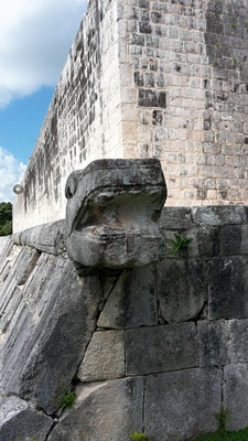 Juego de Pelota / Ballspielplatz / Maya Ruinen von Chichen Itza in Yucatan / Mexiko