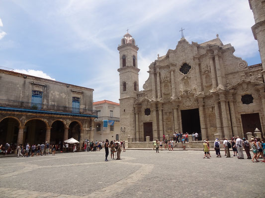 Cuba Mexico itinerary 2 weeks - Plaza de la Cathedral Havana