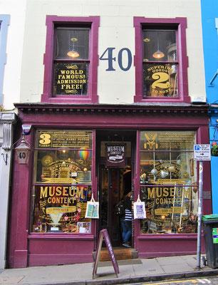 Harry Potter Museum Context / Victoria Street in Edinburgh
