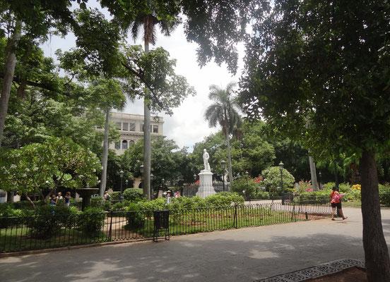 Plaza de Armas in der Altstadt von Havanna