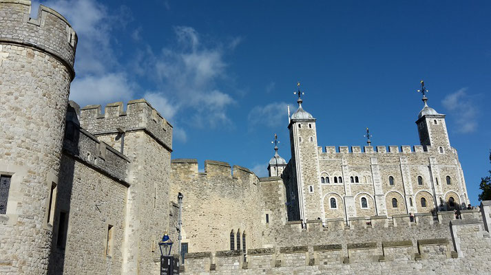 Money saving tips London - Ceremony of the Keys Tower of London