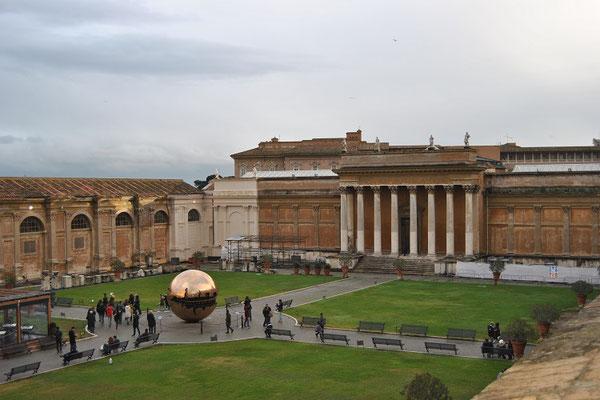 Sphere Within Sphere im Vatikan
