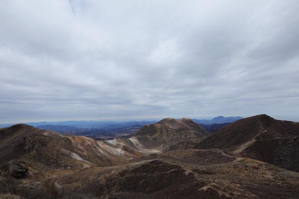 星生山・三俣山・天狗ヶ城(左から)