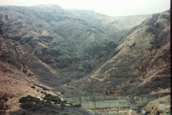 この砂防提右のガレ沢から登山開始