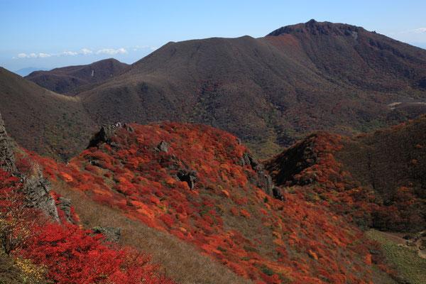 三俣山北峰より大船山を望む