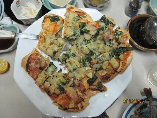 ホウレン草・ジャガイモ・ベーコンの手作りピザ ※娘・裕子(野尾野経営)さんの差し入れ