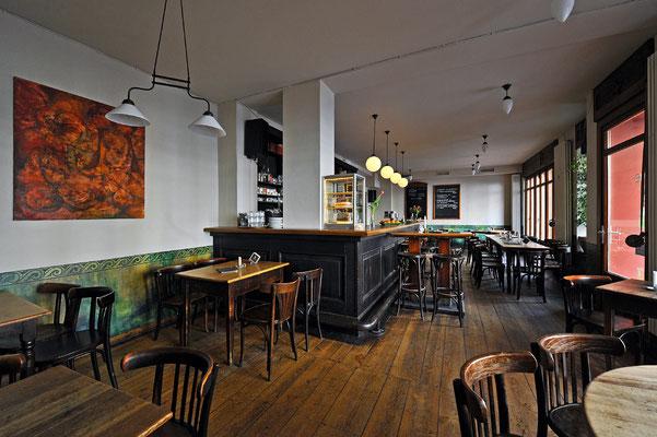 Cafe Seeblick Gesamtansicht vorne mit Kuchenvitrine